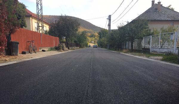 Várhegy utca újraaszfaltozása elkészült
